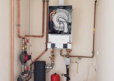 Hőközpont kondenzációs kazánnal, hidrováltóval, radiátoros fűtéshez