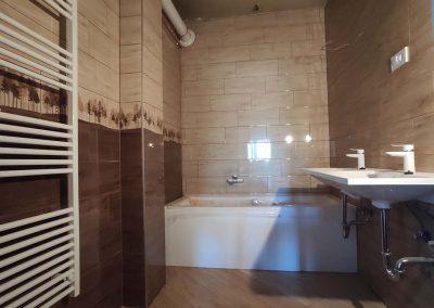 Gépészetileg elkészült fürdőszoba