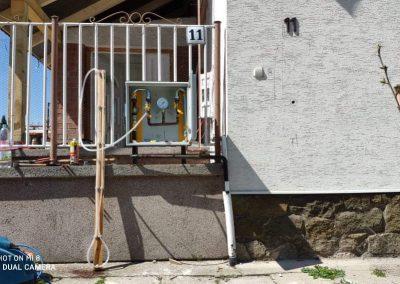 Kerítésbe épített gázóra szekrény